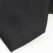 detail van zwarte stropdas