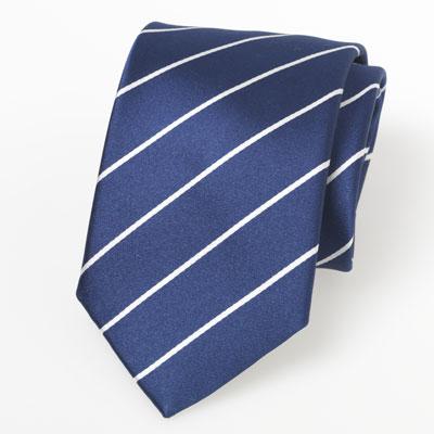 Vetvlek in zijden stropdas